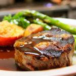 ručak biftek i šparoge